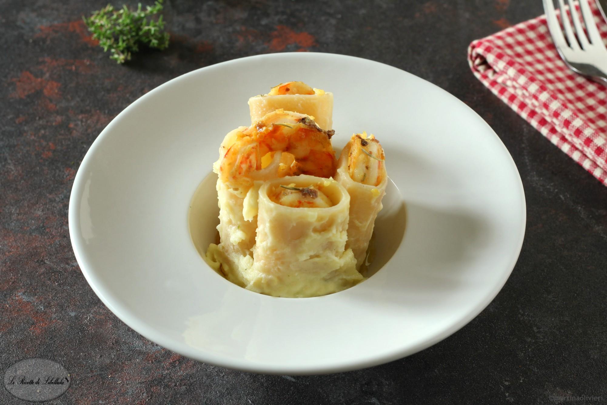 Paccheri alla crema di patate con gamberi e acciughe