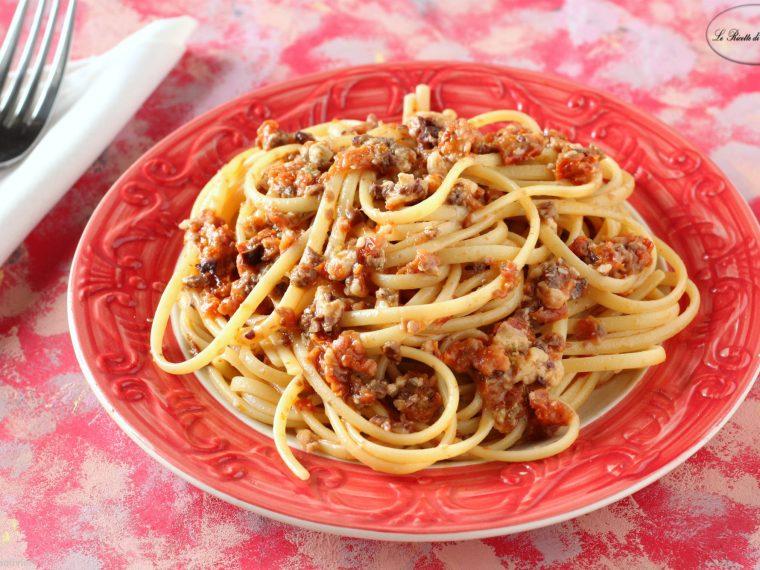 Pasta al pesto di olive e pomodori secchi