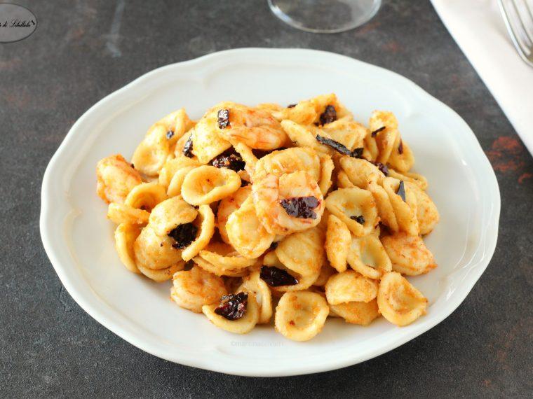 Orecchiette con gamberi e peperoni secchi
