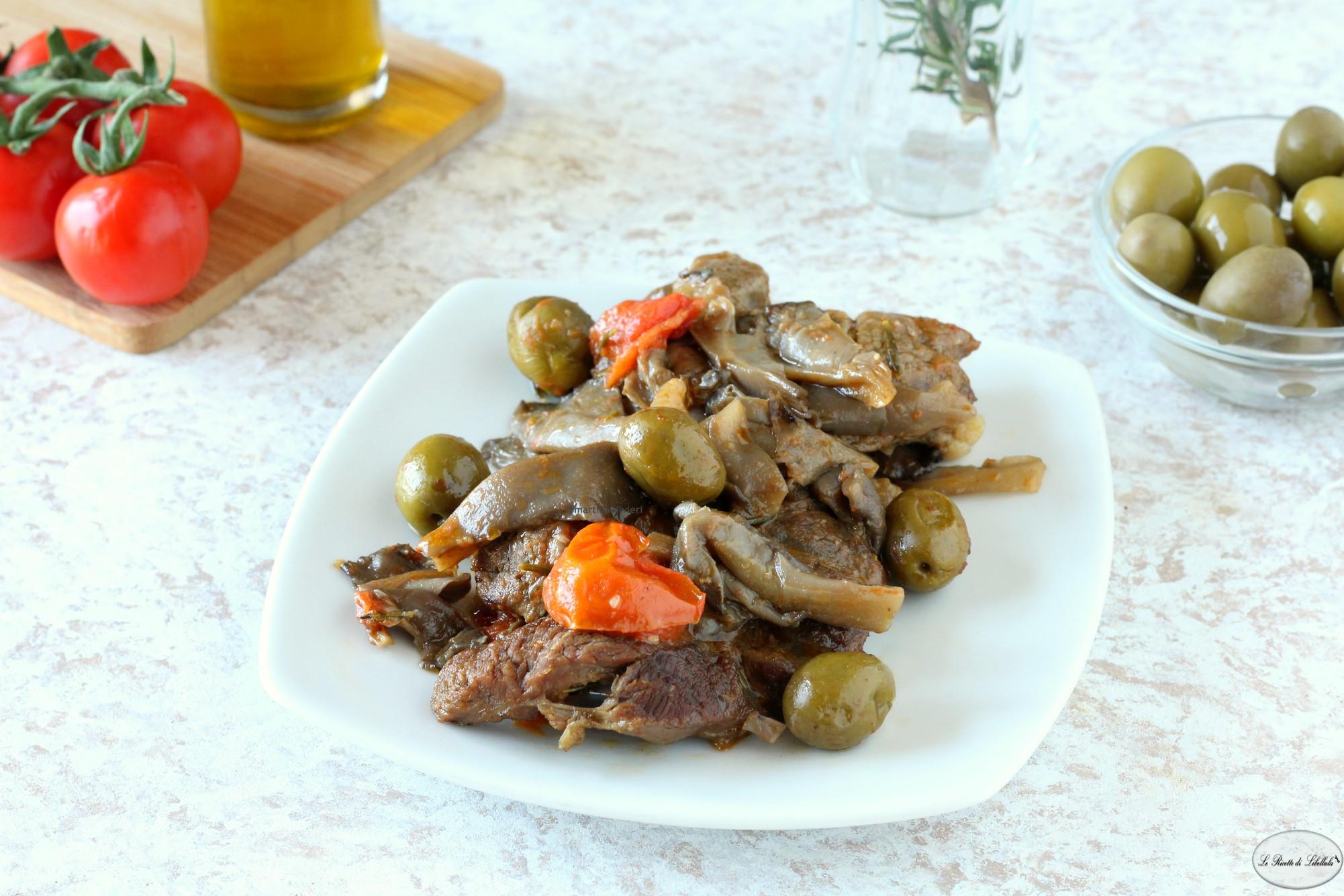 Muscolo di vitello con funghi, pomodorini e olive