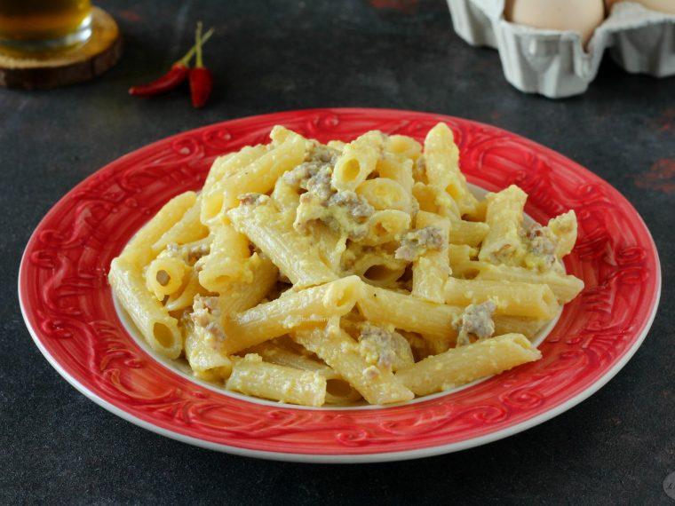 Pasta salsiccia, cacio e uova