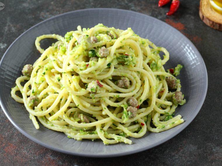 Pasta con zucchine e polpettine
