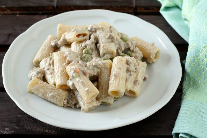 Pasta con Panna, Piselli e Ragù Bianco