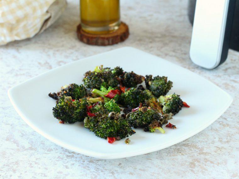 Broccoli croccanti con pomodori secchi e olive