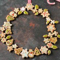 Ghirlanda di biscotti speziati