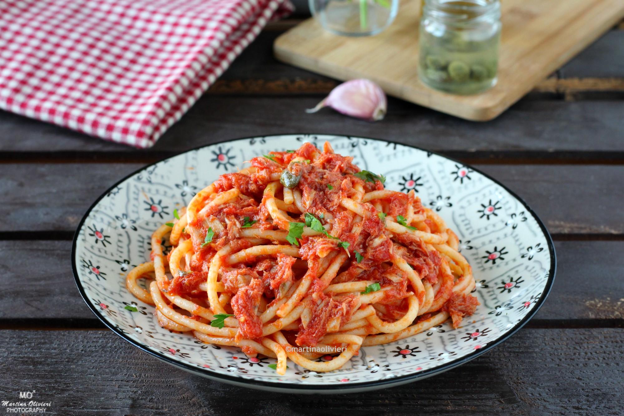 Spaghetti al sugo di tonno e acciughe