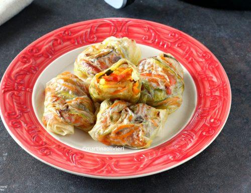 Involtini di fogli di riso con zucchine e peperoni