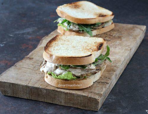 Sandwich con vitello tonnato