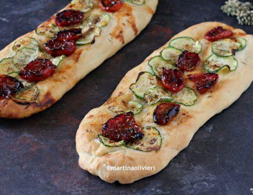 Stecche di pizza con zucchine e pomodorini