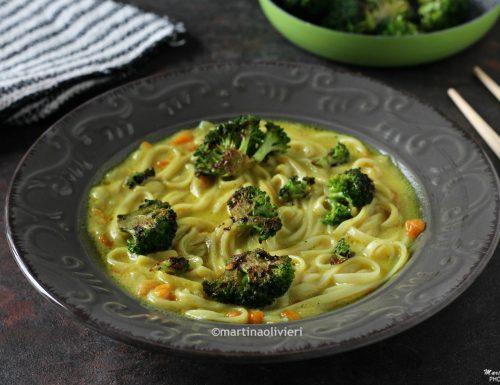 Zuppa al curry e latte di cocco con broccoli croccanti