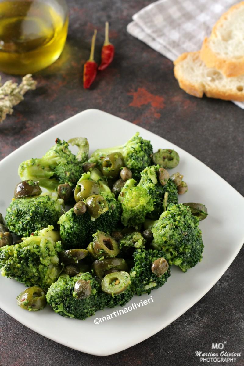 Broccoletti con olive e capperi