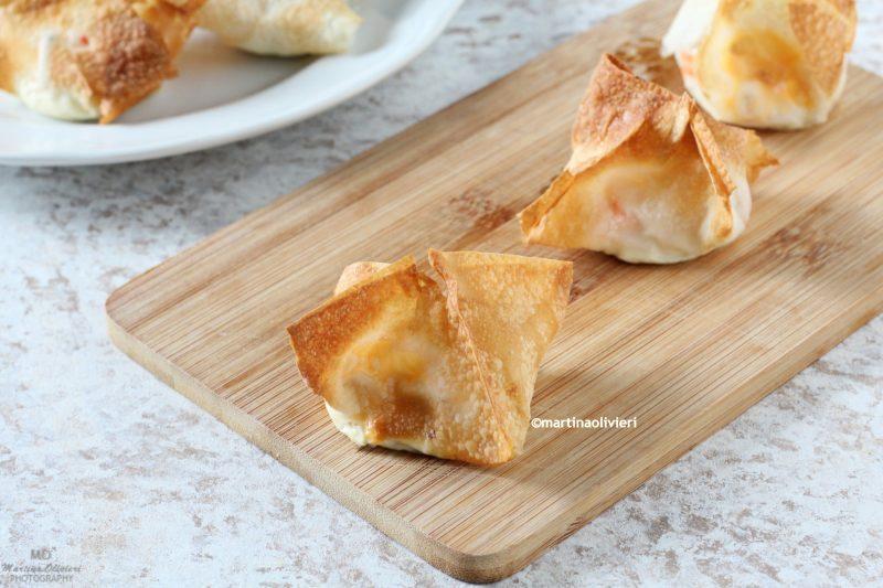 Fagottini di pasta fillo con polpa di granchio e formaggio