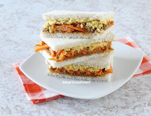 Sandwich con lupini, avocado e carote