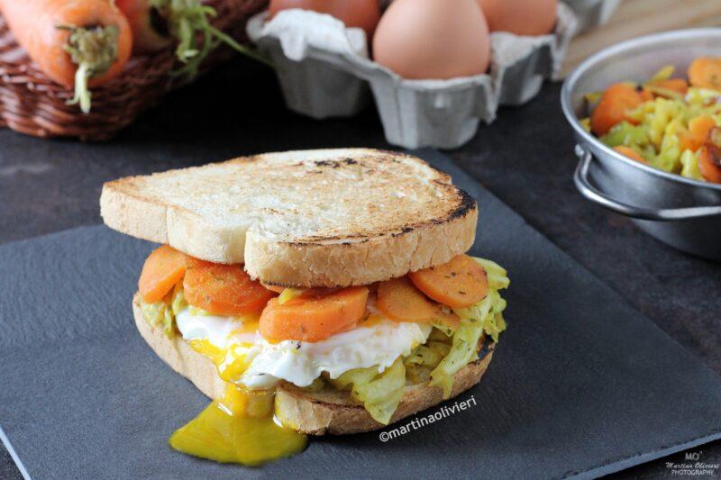 Sandwich con uova, cavolo e carote