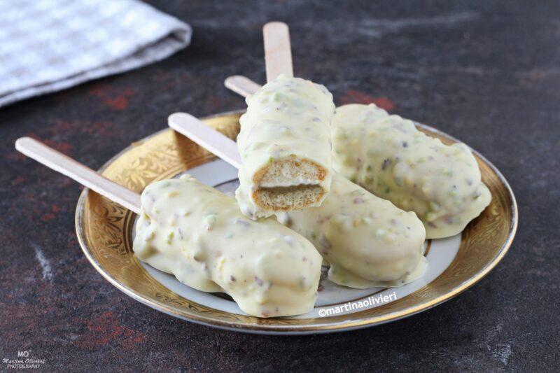 Mini gelato su stecco al pistacchio e cioccolato bianco
