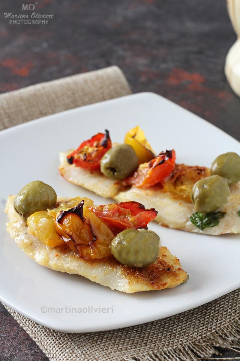 Filetti di merluzzo al forno con pomodorini e olive