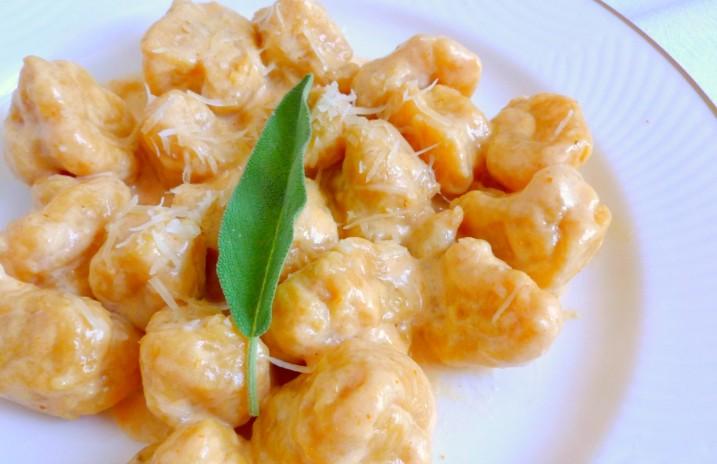 Gnocchi di zucca con salsa al formaggio