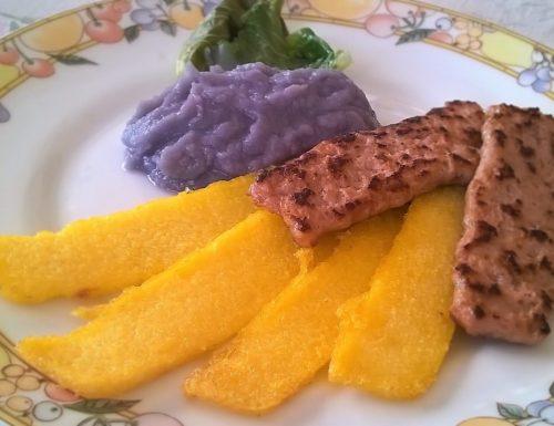 Polenta, salsiccia e purè di cavolo viola