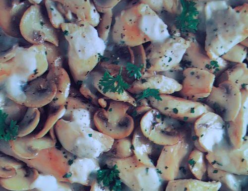 Bocconcini di pollo con funghi e mele