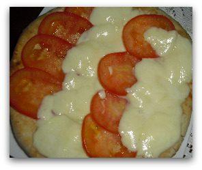 focaccia pomodoro e mozzarella