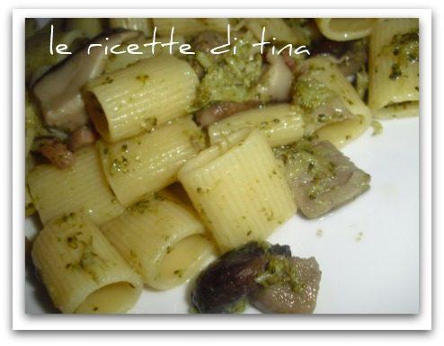 Mezze maniche funghi e broccoletti