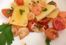 Paccheri con seppioline gamberi e pomodorini semisecchi