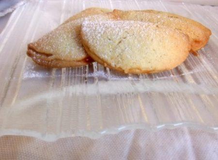 Biscotti con confettura di albicocche
