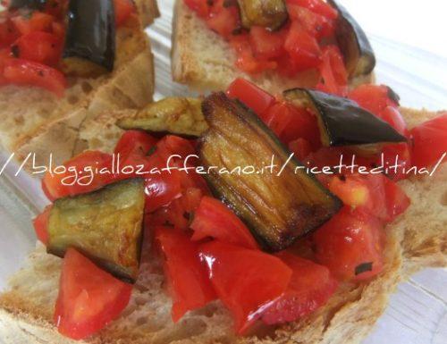 Bruschetta con pomodori e melanzane