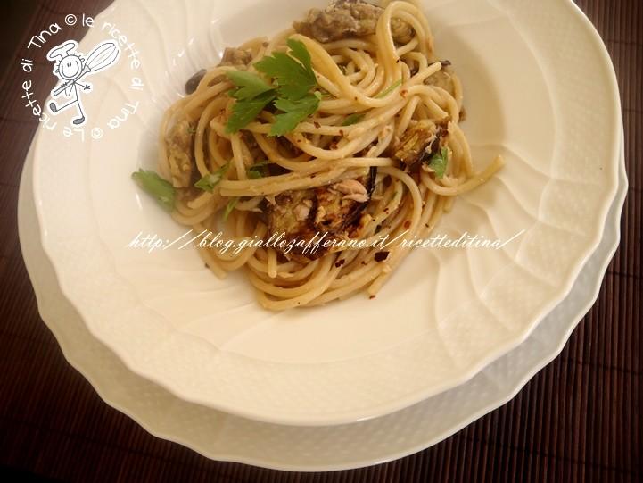 spaghetti freddi con melanzane e tonno