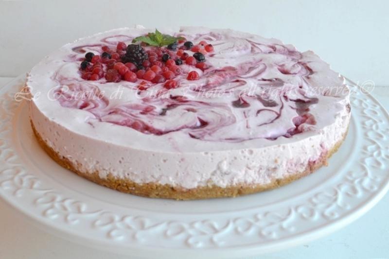 Torta con lo yogurt di fragole