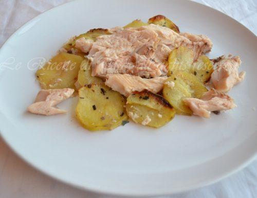 Trota salmonata con patate al forno