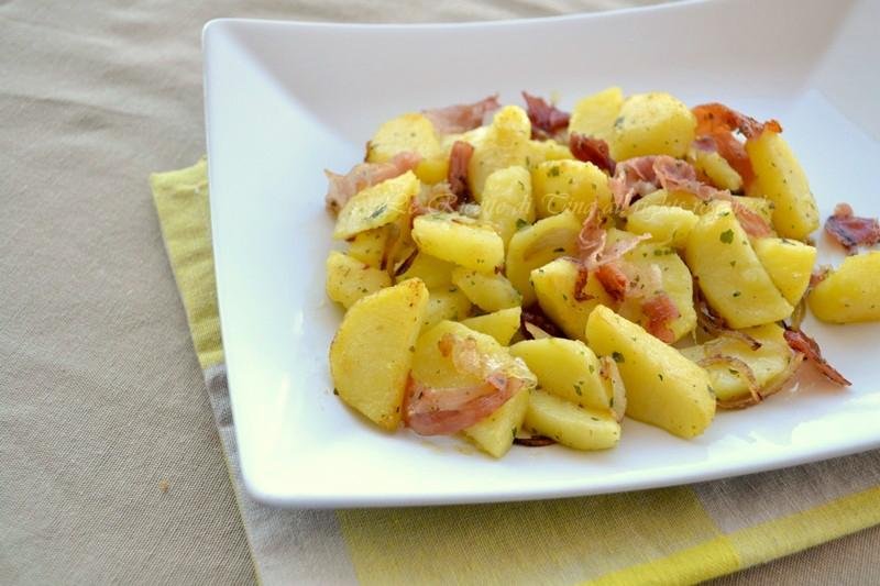 patate e speck contorno semplice,patate e speck,patate,patate in padella,le ricette di tina,