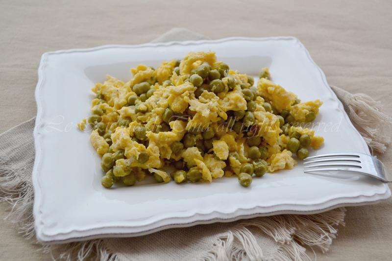 piselli con uova strapazzate,contorno semplice,piselli,uova strapazzate,le ricette di tina,
