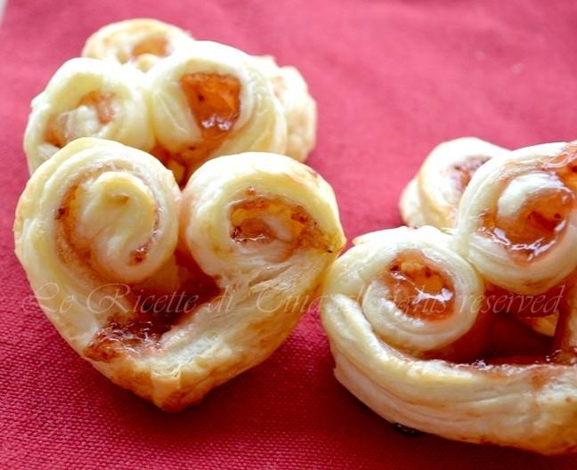 sfogliatine alla marmellata.ricetta per san valentino,cuori,ricetta semplice per colazione,le ricette  di tina,