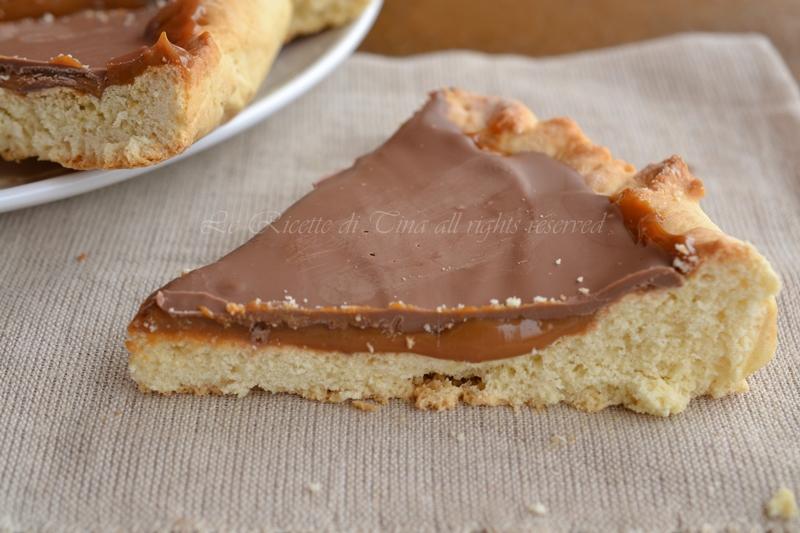 crostata twix ricetta dolce,twix,dulce de leche,dolce con caramello,crostata,crostata con cioccolato,le ricette di tina,dolci semplici,