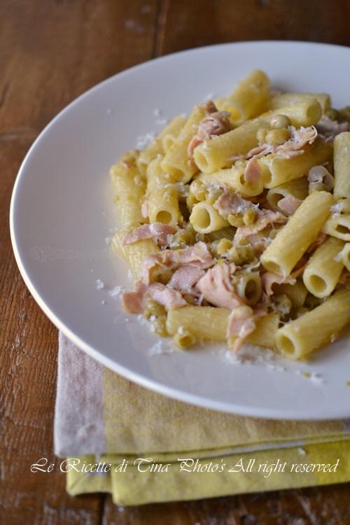 pasta con prosciutto cotto e piselli,pasta con prosciutto cotto,pasta veloce,primo veloce,primo facile,le ricette di tina,
