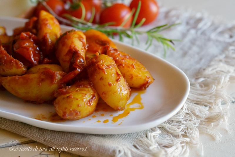 patate con cipolle,patate con pomodorini,patate con cipolle e pomodorini,patate in padella,le ricette di tina