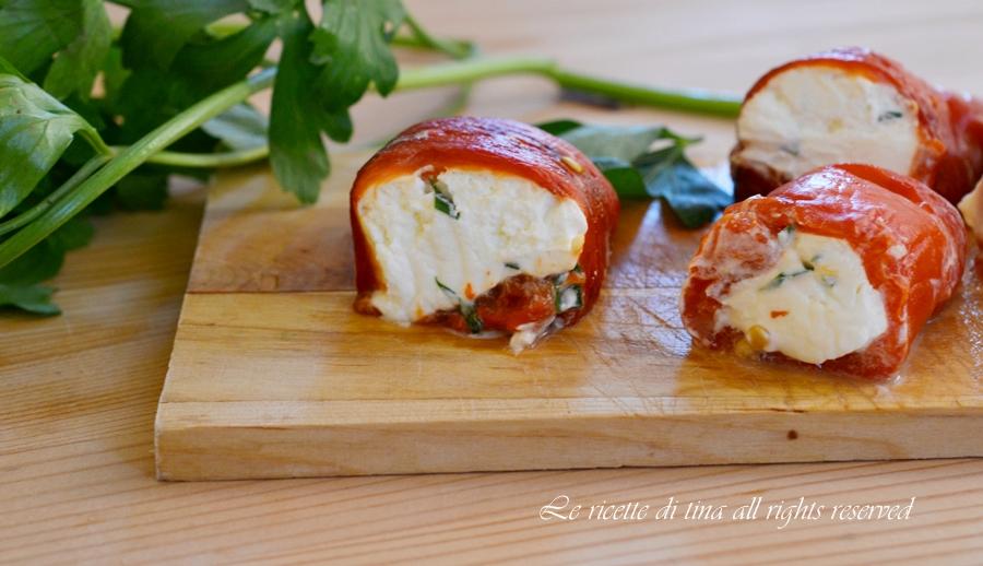 rotolini di peperoni,peperoni con formaggio,rotolini di peperoni con formaggio,le ricette di tina