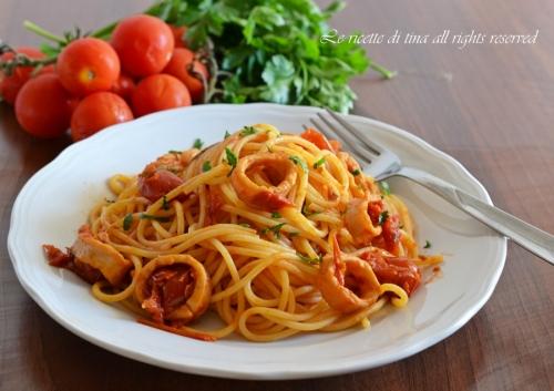 spaghetti con sugo di calamari,spaghetti con calamari,sugo di calamari,primi veloci,primi di pesce,le ricette di tina