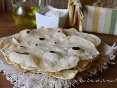 pane,pane fatto in casa,pane azzimo,pane senza lievito,pane veloce,le ricette di tina