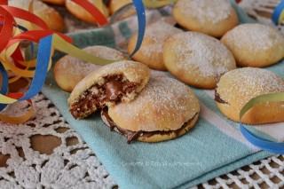 Frittelle di carnevale alla nutella cotte in forno,per chi non può mangiare  dolci fritti o non ha voglia di friggere,queste frittelle fanno proprio per  voi!