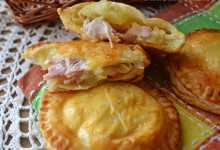 Ravioli di patate ,formaggio e prosciutto cotto di sfoglia