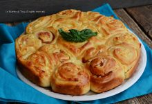 Torta di rose salata con prosciutto e formaggio