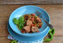 Spezzatino con peperoncini verdi e pomodorini