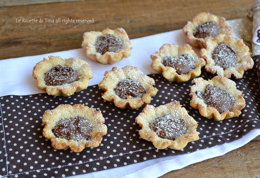 Cestini dolci di frolla con nutella