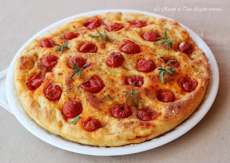 Ricetta Focaccia Con Pomodorini.Focaccia Veloce Con Pomodorini Senza Lievitazione Pronta In 30 Minuti