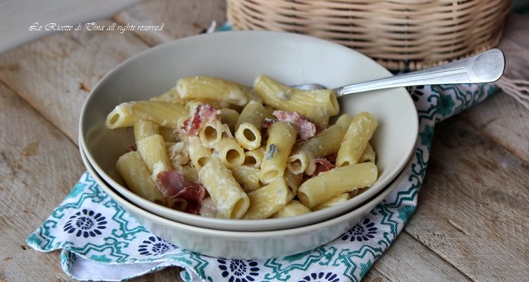 Pasta gorgonzola e speck