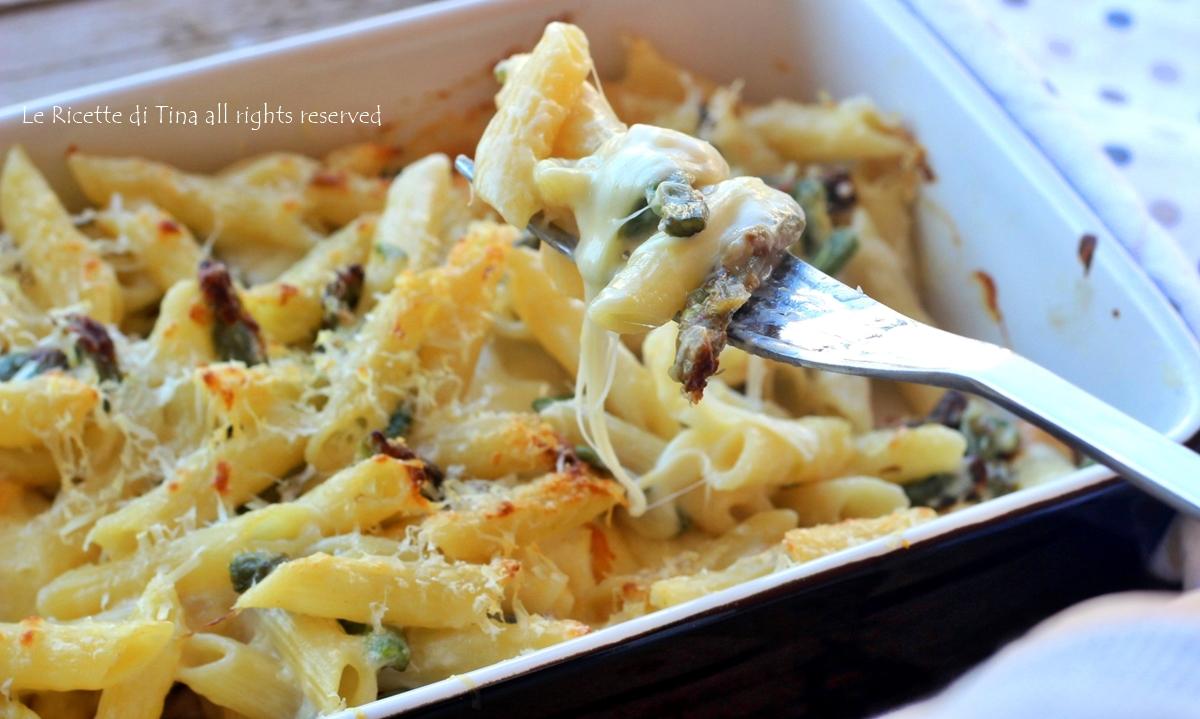 Pasta con asparagi e scamorza al forno