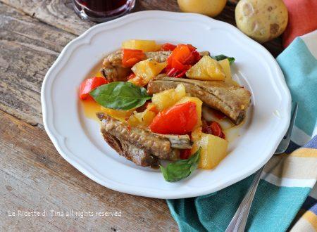 Costine peperoni e patate in padella