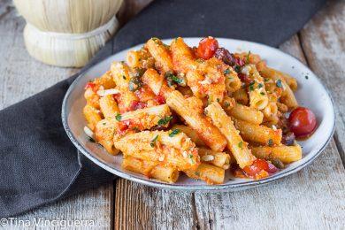Pasta con pomodorini e olive